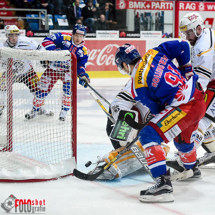 Klotens Denis Hollenstein (91) trifft zum 3:0, Eishockey, NLA, Kloten Flyers - HC Lugano in der SWISS Arena in Kloten. 23.02.2016 Foto: Leo Wyden