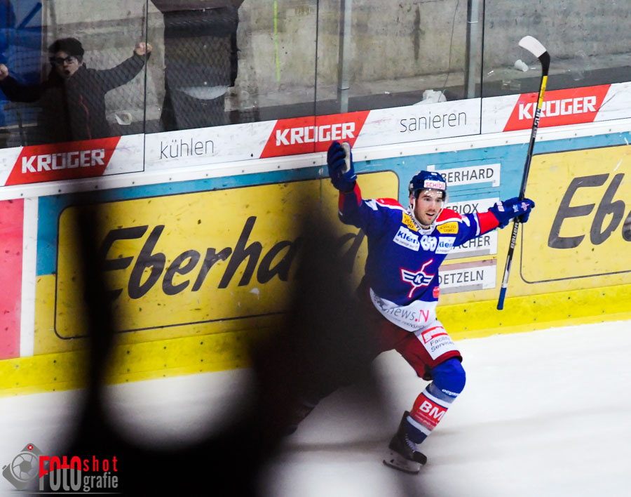 Klotens James Sheppard (88) am jubeln, Eishockey, NLA, EHC Kloten - SCL Tigers in der SWISS Arena in Kloten. 26.11.2016 Foto: Leo Wyden